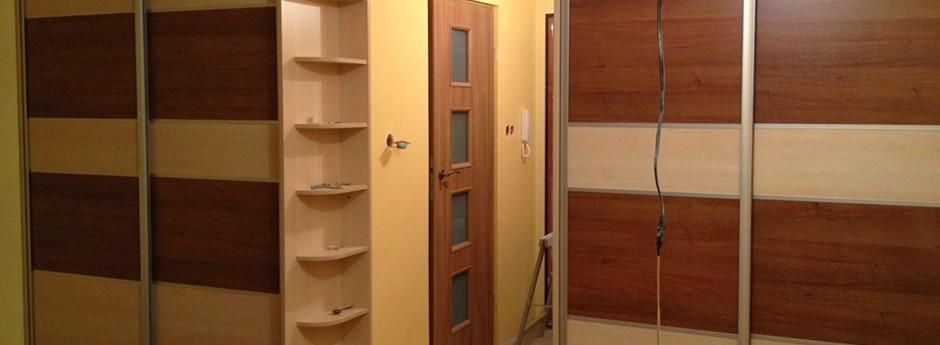 Szafy i półki stworzone na wymiar, dopasowane do mieszkania